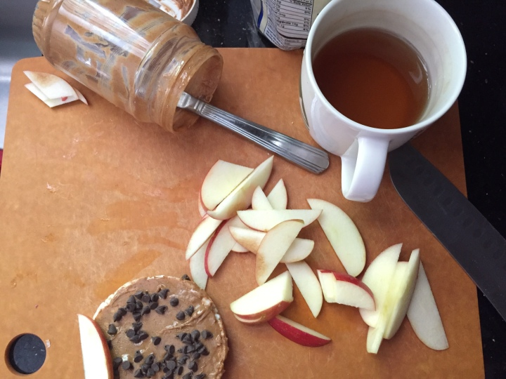 Image of preparing the rice cake with Pb, apple, and chocolate chips